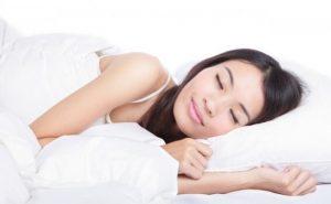 Tidur: rapat dan sehat —  Ingat, tidur malam yang nyenyak membantu Anda tetap awet muda